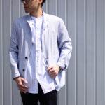 【流行モノには訳がある】バンドカラーシャツでコーディネートに差を付ける。