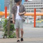 ボタニカル柄開襟シャツでメンズのリゾートコーデ!